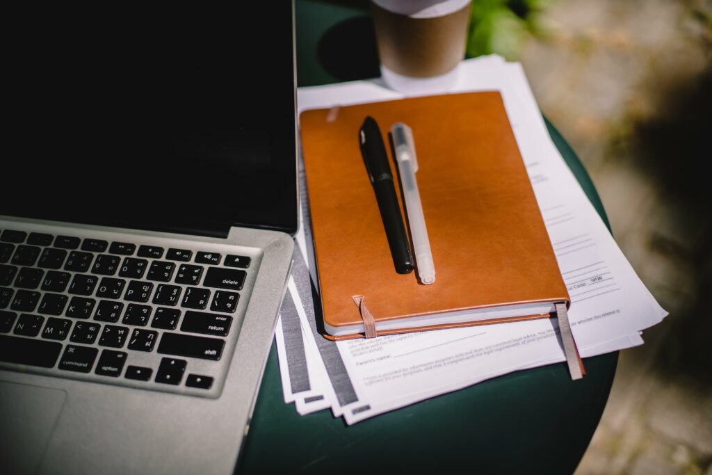 Photo of a laptop and study notebook for Jasper Shin's Aspireship Success Story about landing a new SaaS sales job in less than a month of signing up for the SaaS Sales Foundations free, on-demand, online sales training course.